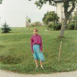 Mädchen vor Haus, Traberg, 1995, C-print, 51 x 42 cm (framed), Ed. 8